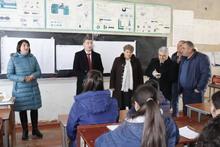 Գեղարքունիքի մարզպետը հանդիպեց  Գեղարքունիքի միջնակարգ դպրոցում գործող բնապահպանական եւ լրագրական խմբակների աշակերտներին